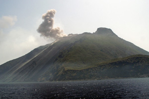 24-07-07 - Island Stromboli with volcano Stromboli: small eruption - it is active