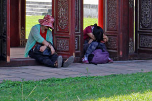 20-02-15 - The Forbidden City in Hue shimmering for the Tet festival - female workers take a rest